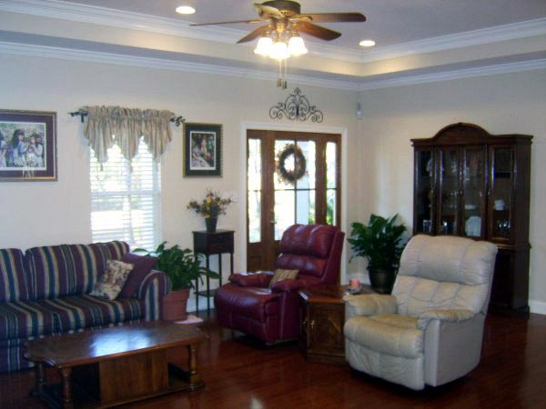 Country, Traditional Plan with 2000 Sq. Ft., 3 Bedrooms, 3 Bathrooms, 2 Car Garage Picture 3