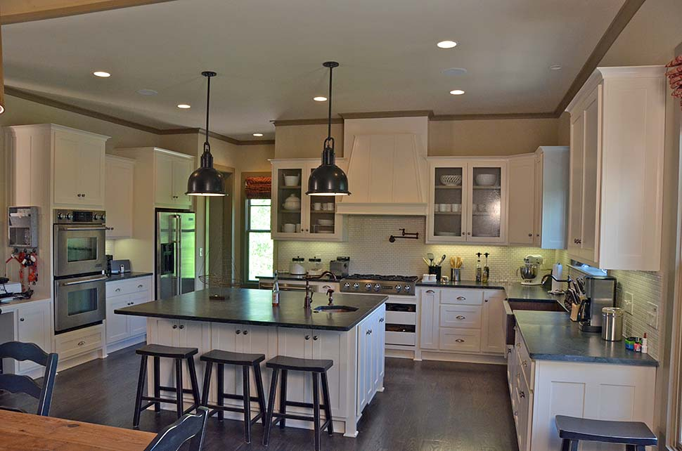 Cottage, Craftsman Plan with 3005 Sq. Ft., 5 Bedrooms, 6 Bathrooms, 1 Car Garage Picture 5