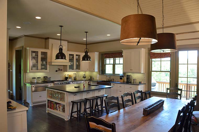 Cottage, Craftsman Plan with 3005 Sq. Ft., 5 Bedrooms, 6 Bathrooms, 1 Car Garage Picture 6